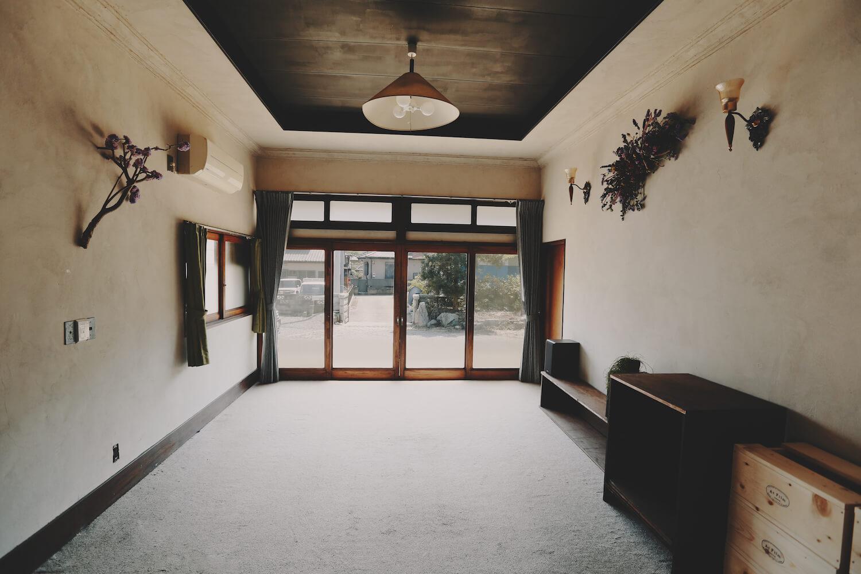 洋室 漆喰の壁がおしゃれです